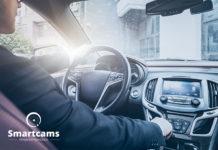 Kamera samochodowa w lusterku – zalety jej posiadania